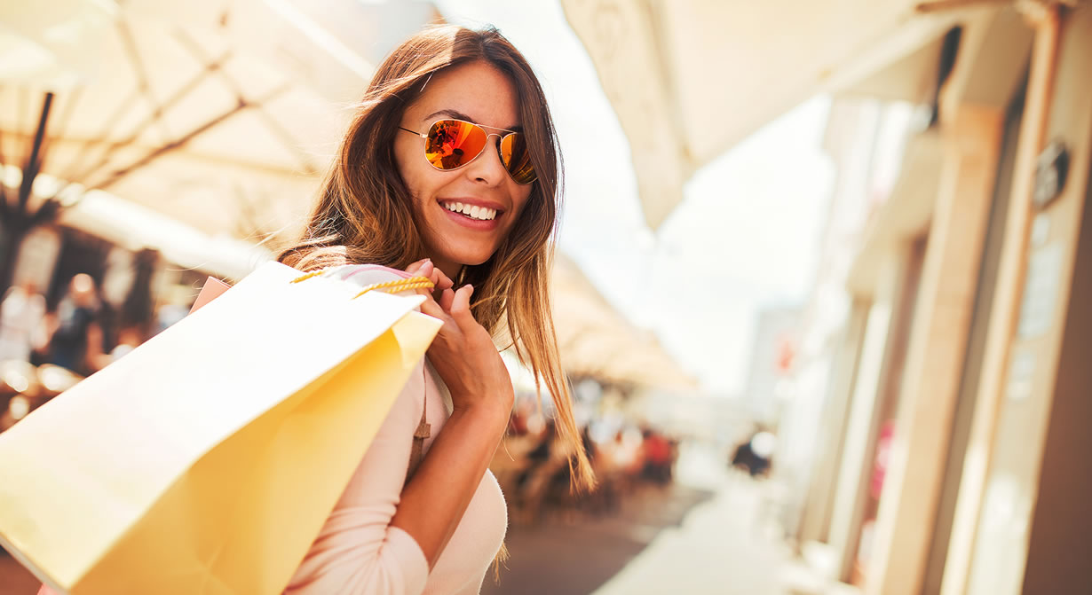 woman in sunglasses with shopping bag
